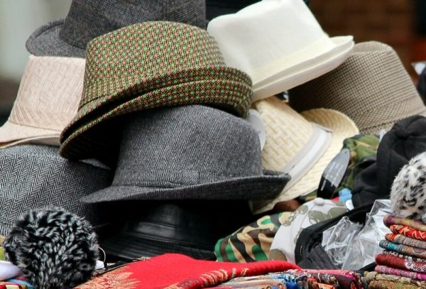 Chapeau de tissu coupé-cousu